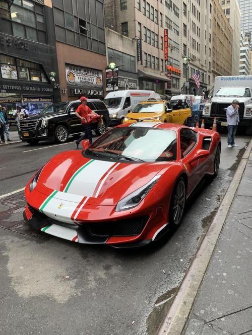 An Italian In Manhattan Luxury Cars Instagram Scarletsworlds Luxury Cars Bugatti Veyron Grand Sport Vitesse Cars Bugatti Veyron
