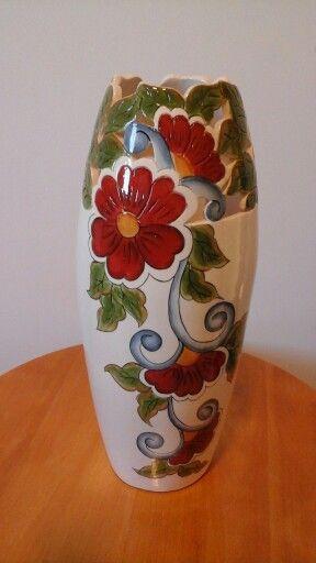 Vaso com recortes na cerâmica
