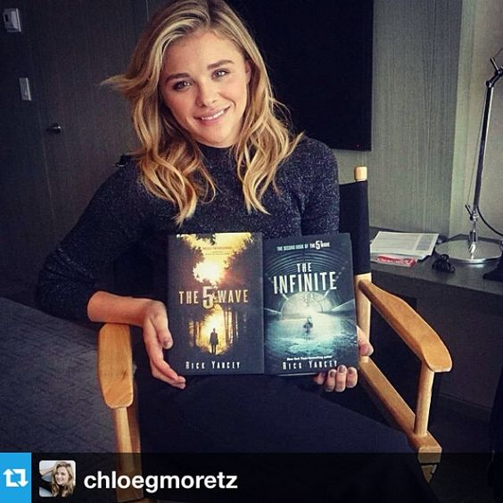 Chloe Moretz who will be playing Cassie Sullivan in the #5thWaveMovie with the first two books in the series