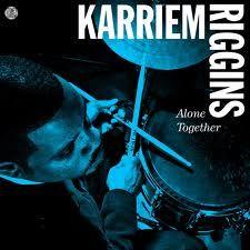 "KARRIEM RIGGINS : "" alone together "" ( stone throw/ differ-ant) jazzman 642 p66 4*  personnel: karriem riggins (dm,boite à rythmes,p) robert hurst(b) common (rap)"