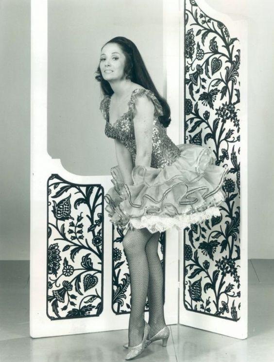 Linda Cristal   Vestidos de película III   Pinterest