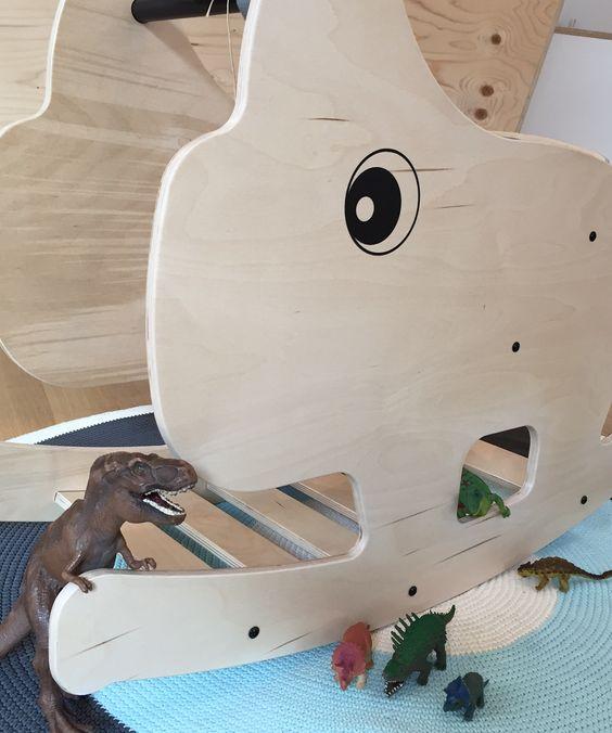 """""""Und jetzt alle mit anschubsen!"""" #rocking #rhino #schaukeltier #dinosaurier #kleinefabriek"""
