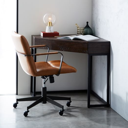 Pin By Taylor Shanahan On Bloger Komnata In 2020 Furniture Home Office Furniture Small Corner Desk