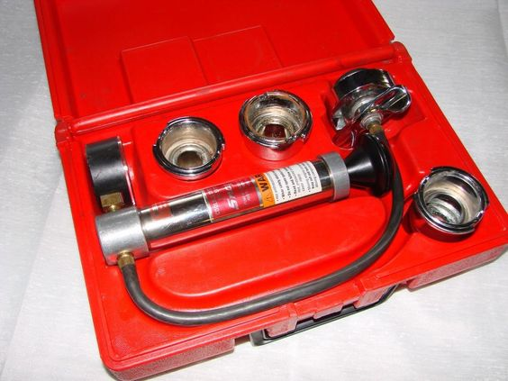 Snap On Cooling System Pressure Tester SVTS262 With Box