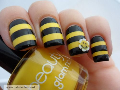 This would be even cuter with a little bumble bee on the ring finger.