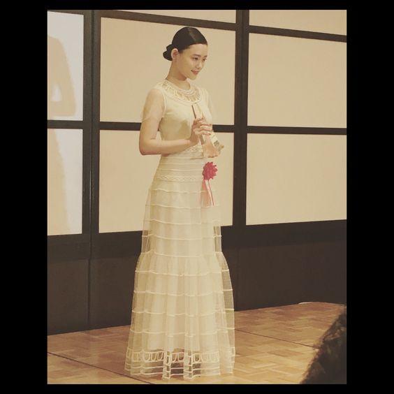 ドレスを着ている杉咲花