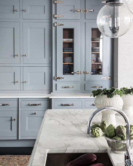 Light blue kitchen cabinets, white marble countertop, and dramatic cabinet hardware. Come see 36 Best Beautiful Blue and White Kitchens to Love! #blueandwhite #bluekitchen #kitchendesign #kitchendecor #decorinspiration #beautifulkitchen #kitchendesign #bluecabinets #bluekitchen