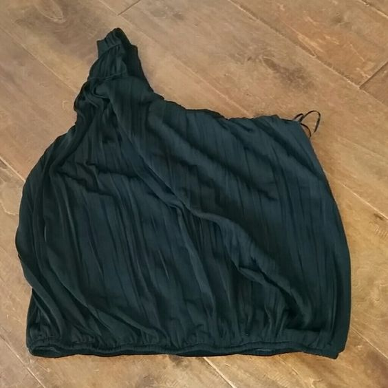 One shoulder black pleated top Super cute perfect for a night out or date night looks great with jeans only wore once had just been sitting in my closet. Free People Tops