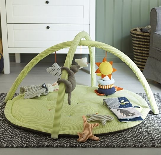 LEKA baby gym - Reaching out for toys and gazing at contrasting colors helps a baby to develop hand eye coordination and stimulates their eyesight.