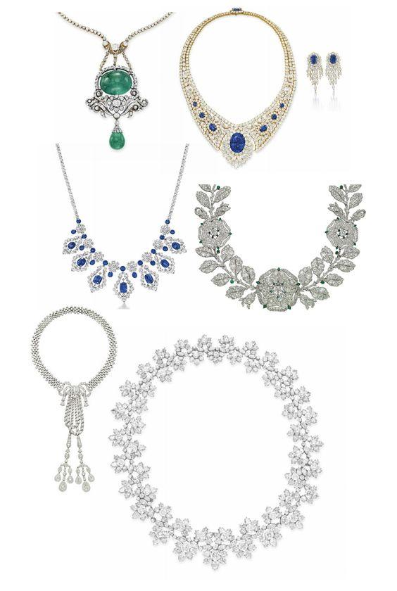 Colar de esmeraldas e diamantes.  Conjunto de colar e brincos de safiras e diamantes, possivelmente de Burma.  Colar VAN CLEEF & ARPELS de safiras e diamantes, montado em platina.  Colar floral em estilo Belle Epoque com diamantes e esmeraldas, da CARTIER, DE1906.  Colar Belle Epoque em diamantes, da CARTIER, DE 1911.  Colar importante de diamantes, HARRY WINSTON, platina.