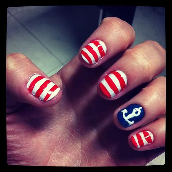 someone do this to my nails for the 4th por favor!