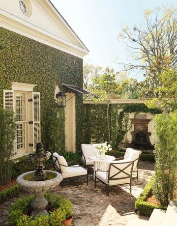 Love the ivy on the wall!