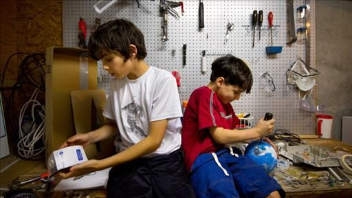 """Tinkerers Unite! How Parents Enable Kids' Creativity ......the unstructured experience is being squeezed out of childhood. With most building toys, """"you can't fail,"""" she says. """"It's much more fun to tinker and fail and figure things out."""""""