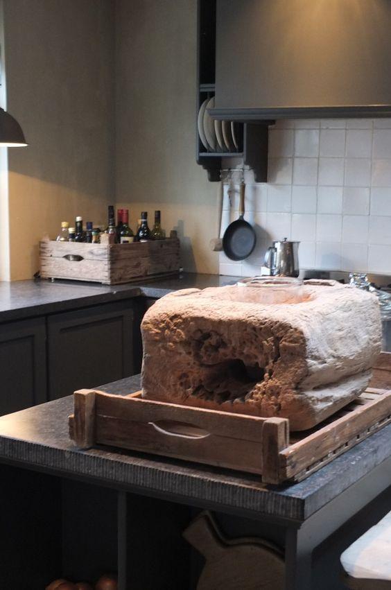Keuken Achterwand Natuursteen : ' tegeltjes als achterwand bij donkere keuken en natuursteen vloer