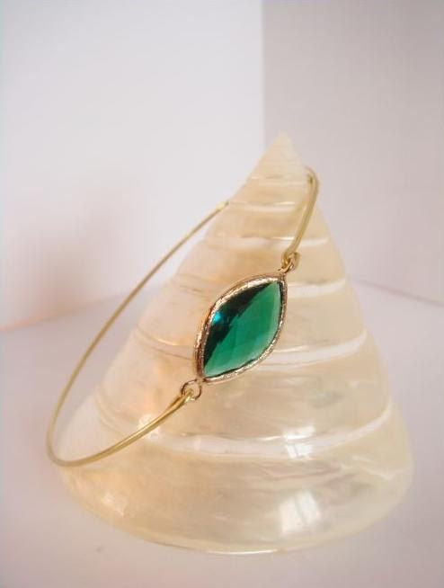 Emerald faceted glass and gold bangle