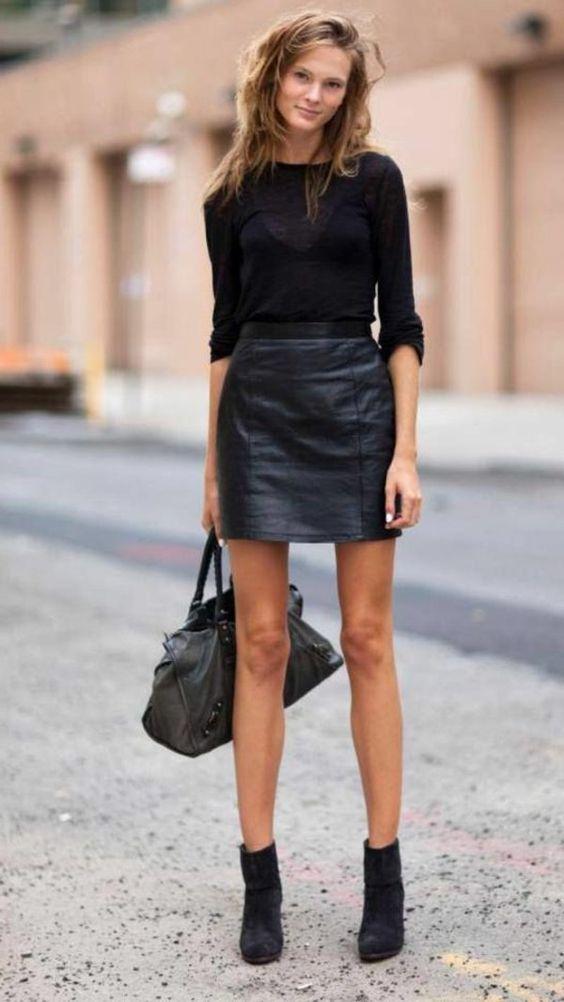 La jupe simili cuir avec bottines