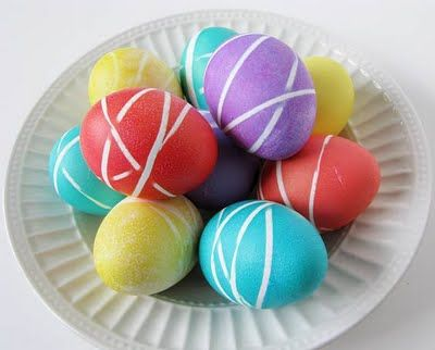 Rubberband Easter Eggs - Easy Easter Egg Decorating Ideas for Kids!  Did these today with Becca, moved bands and redipped in a different color...: