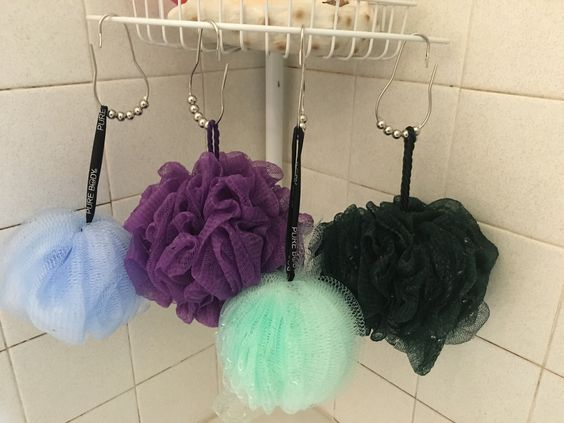 I've been trying to figure out what to use some old shower curtain hooks for....this works perfect!