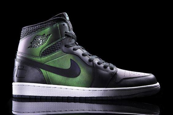 653532-001 Nike SB x Air Jordan 1 Black / Black – Silver  Will release on March 15, 2014.