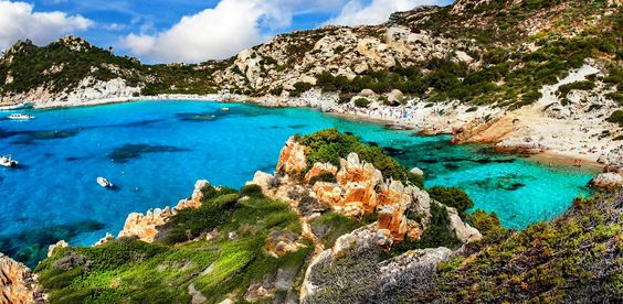 Ihr plant einen Urlaub auf der italienischen Sonneninsel? Dann jetzt bitte aufgepasst - hier kommen die schönsten Strände auf Sardinien. Einfach traumhaft!