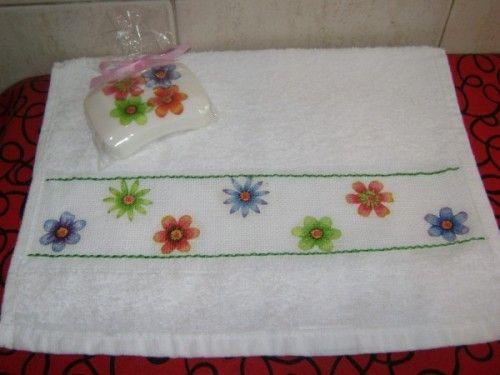 Toallas decoradas tela como hacer y decorar toallas de for Adornos con toallas