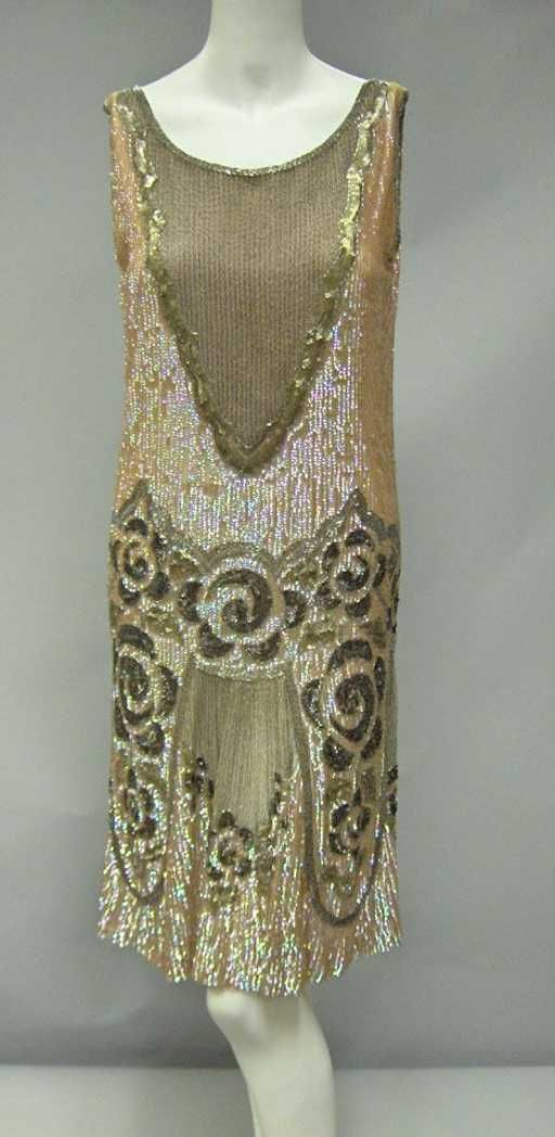11019a Beaded Flapper Dress 1920s In Iridescent Pink Dec 13 2005 Freeman S In Pa Beaded Flapper Dress Fashion Vintage Outfits