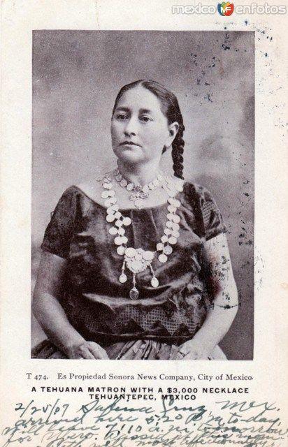 Fotos de Tehuantepec, Oaxaca, México: Matrona Tehuana con un collar de 3,000 dólares