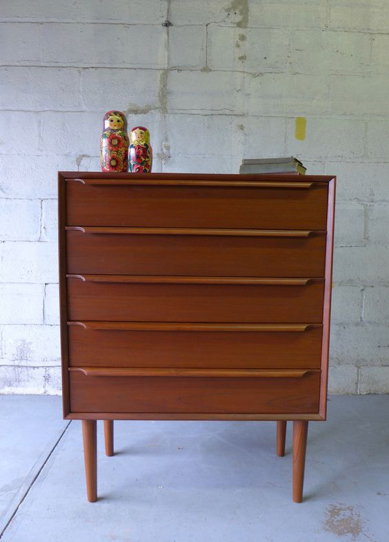 Danish mid century modern teak dresser mid century modern teak and danishes for Danish teak bedroom furniture