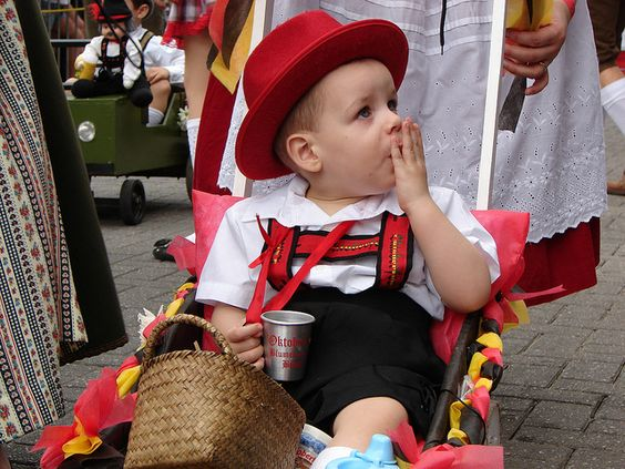 Desfile da Oktoberfest - Blumenau - Sc http://www.flickr.com/photos/jaimebatistadasilva/6251906597/