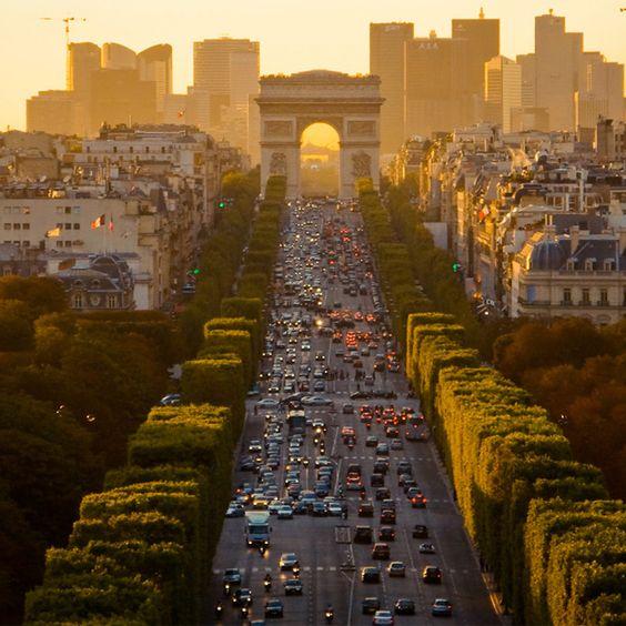 Champs-élysées in Paris
