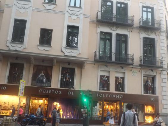 Tienda de objetos de arte de Toledo en el paseo del Prado en Madrid