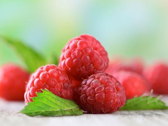"Fresh fruity floral  Top notes Bergamo, Grapefruit Red apple Raspberry Rhubarb Heart notes Jasmine sambac Tuberose Rose Base notes ""Sandalwood"" chord Vanilla Praline Musk"