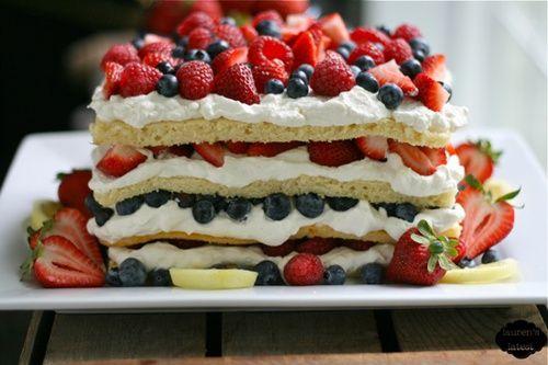 So einen will ich für euch machen! Der sieht so gut aus! Triple Berry Layered Cream Cake