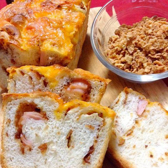 フライドオニオンとハムを入れてチーズをかけ、パウンド型で焼きました。 - 187件のもぐもぐ - オニオンブレッド by yokko0605