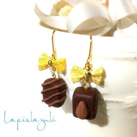 ☆ご覧いただきありがとうございます☆ポリマークレイ(オーブンで硬化する粘土)で作成したチョコレートのピアスです。本物のような可愛いチョコレートを、ゴールドのリ...|ハンドメイド、手作り、手仕事品の通販・販売・購入ならCreema。