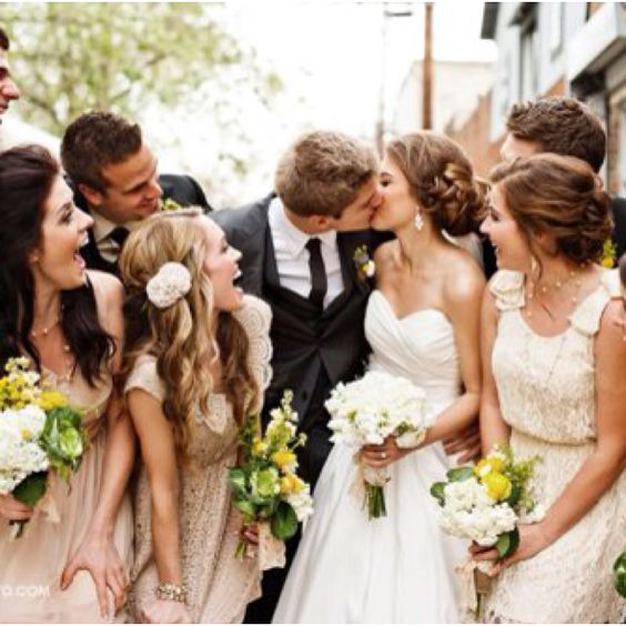 take a photo with your friends surrounding you #brideside #wedding #photography