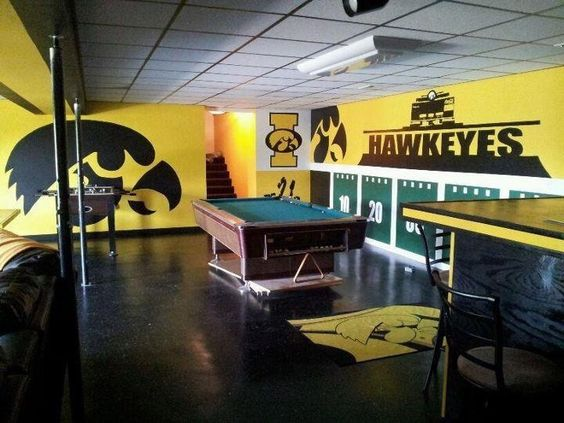 Basement idea 1 iowa hawkeyes home sweet home for Iowa hawkeye decor