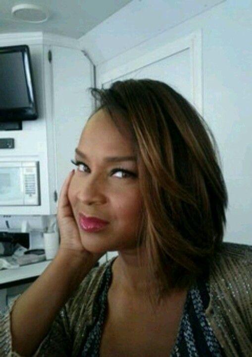 Loving Lisa Raye's new cut & color