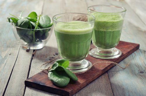 Spinach and banana green smoothie