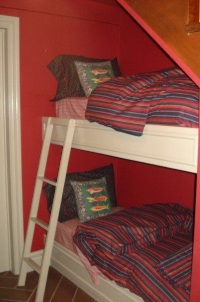 The 4 bunk bed and stairs on pinterest for Bedroom under stairs