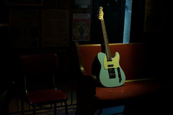 Life in the spotlight. #FenderDeluxeSeries                                                                                                                                                     Mehr