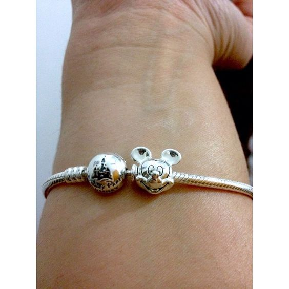 #ShareIG Mimo  #pandoradisney #pandora #Disney #magickingdom #lifevivara #teamdisney #mickeymouse #pandoramickey #prata #saudadesdoseua #coisademulher #disneypandora #pandoracharms #charmslifevivara #charmsdisney