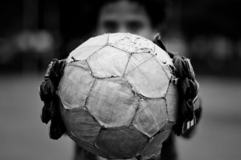 """Em clima de Copa do Mundo, o Museu da Pessoa lança a campanha """"História de gente que faz o país do futebol"""". Assim, o projeto busca pessoas com histórias curiosas, engraças e emocionantes que relacionem os temas """"futebol"""" e """"copa do mundo"""". A campanha acontece nos dias 19 e 20 de dezembro, no prédio do...<br /><a class=""""more-link"""" href=""""https://catracalivre.com.br/sp/agenda/barato/campanha-reune-historias-e-personagens-do-pais-do-futebol/"""">Continue lendo »</a>"""