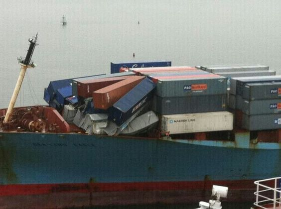 Sealand Eagle wave hit the bow of ship