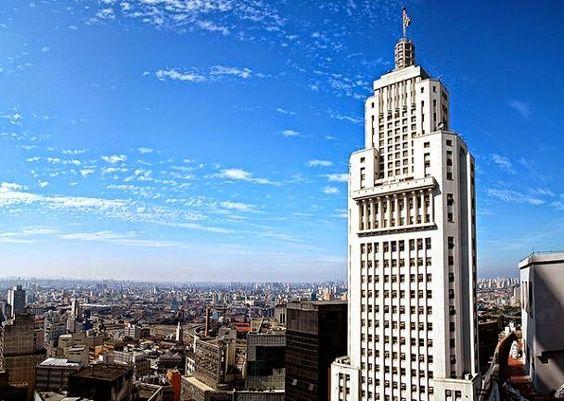 Vista incrível do Edifício Banespa em São Paulo. Não dá para perder!