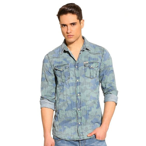 Hemd Xavier Camouflage Denim    Mit dem Ziel, das klassische Hemd zu perfektionieren, ist aus der Kollektion dieses Modell aus Baumwolldenim hervorgegangen. Durch die Waschung in Camouflage-Optik entstehen spezielle Farbeffekte.    Waschung in Camouflage-Optik.  Aufgesetzte Brusttaschen mit Druckknöpfen.  Verschluss mit Druckknöpfen.  100% Baumwolle.  Maschinenwäsche bei 30°....