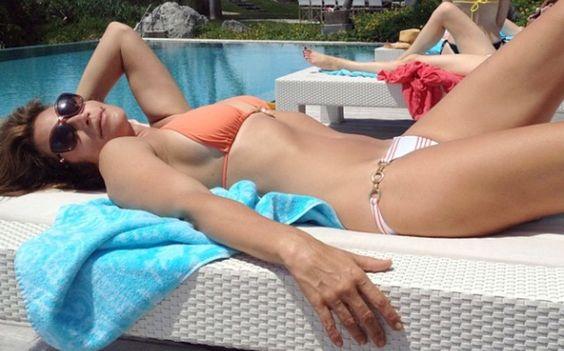 Cindy Crawford aclara que foto de su cuerpo arrugado es falsa | PeopleenEspanol.com