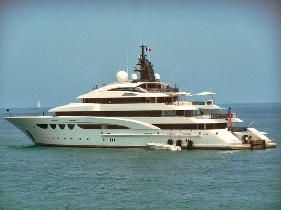 quattroelle yacht | super yacht quattroelle outside antibes mega yacht dilbar at sea