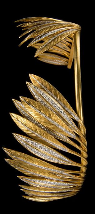 Tiara by Verdura c1956 in gold, platinum and diamonds. Designed as a commission for Betsey Whitney in the form of feathers, to simulate Native headdress.:
