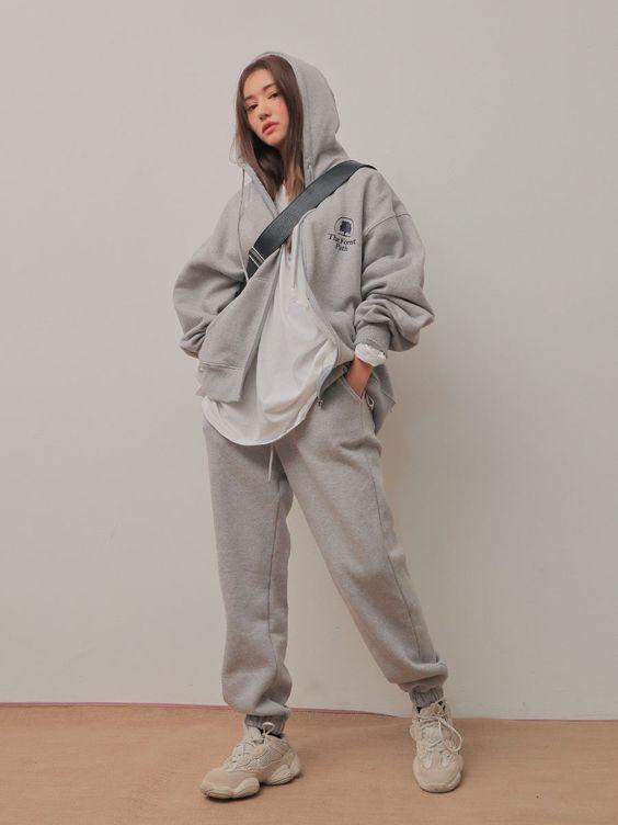 gaya pakaian wanita sweatpants outfit